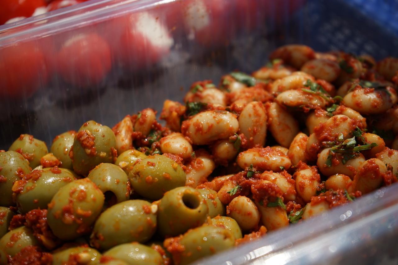 Antipasti Oliven und Bohnen.JPG