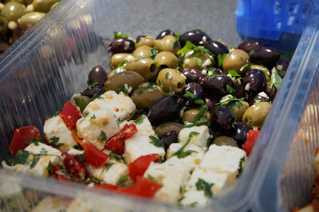 Antipasti Schafskäse und Oliven.JPG