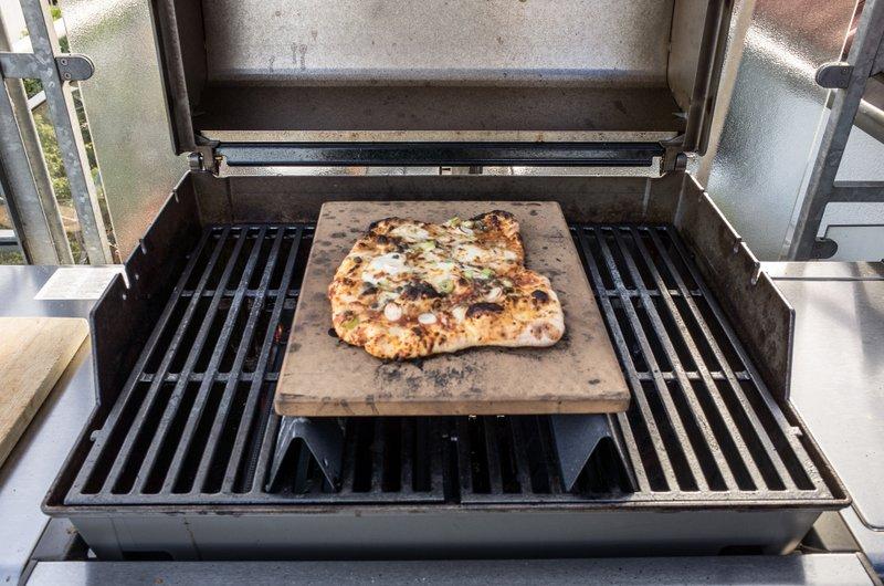 Weber Elektrogrill Mit Pizzastein : Pizza aufm höherplatzierten pizzastein grillforum und bbq www