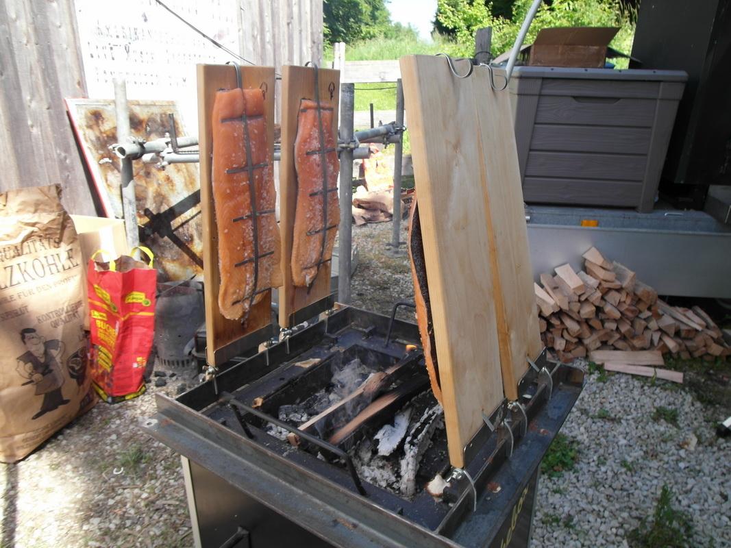 flammlachs auf der kiste grillforum und bbq www. Black Bedroom Furniture Sets. Home Design Ideas