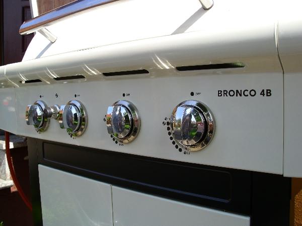 bronco-001.jpg