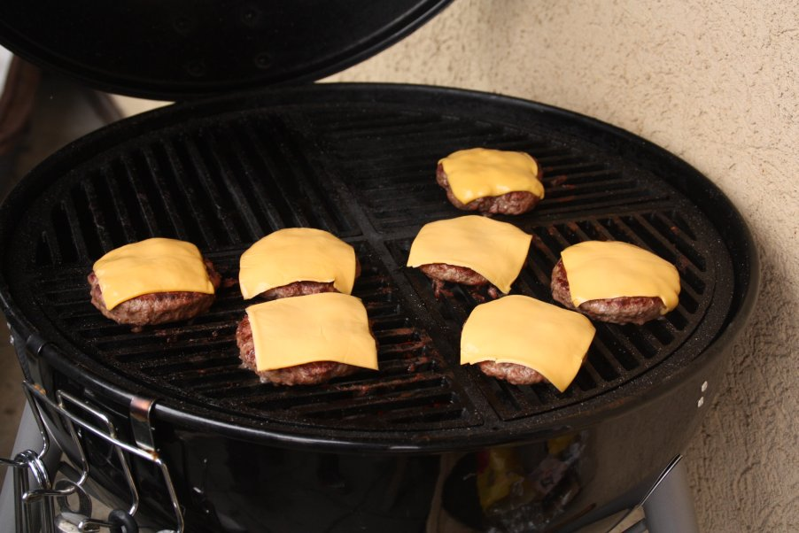 burger_mit käse grill.jpg