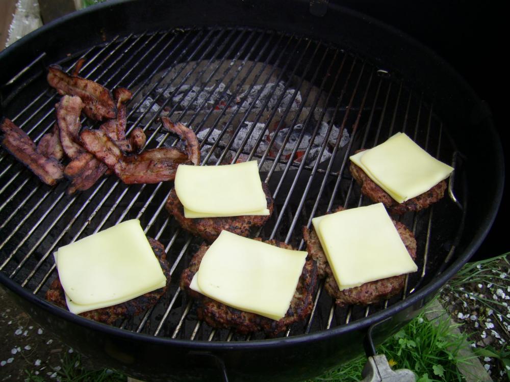Cheeseburger 05.05 005.jpg