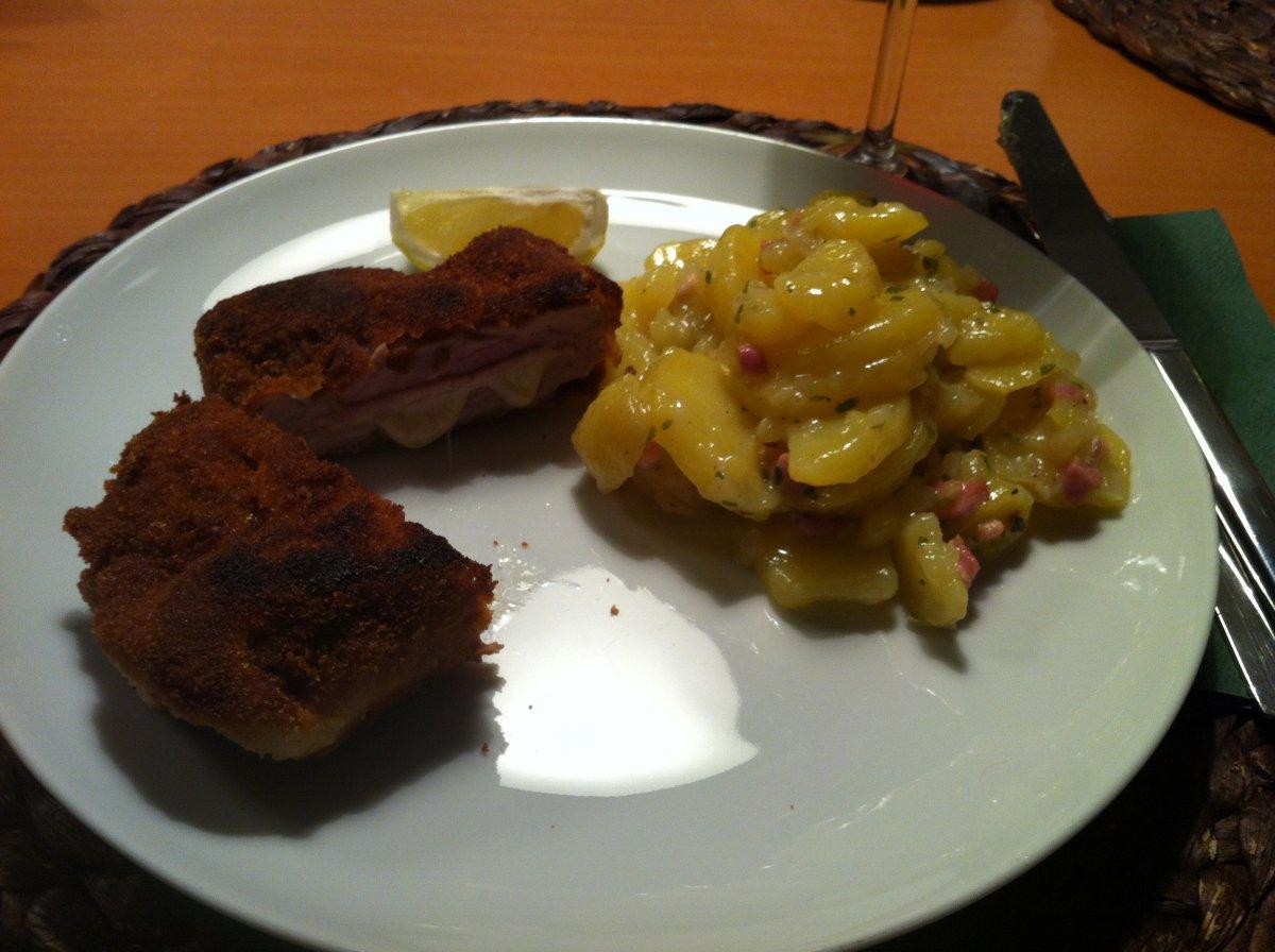 Cordon Bleu mit Kartoffelsalat.JPG