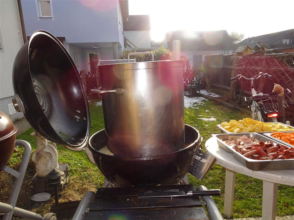 crawfish boil III (58).JPG