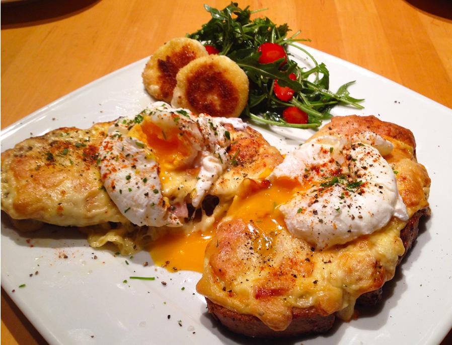 Monte cristo benedict sandwich mit einem erdbeere - Eier kochen ohne anstechen ...