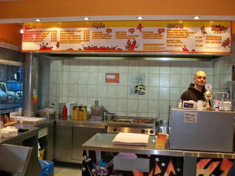 Curryworscht 28 Blick in Küche.jpg