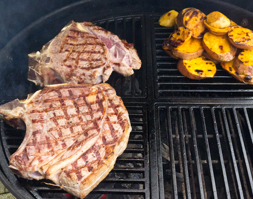 Die Steaks am Grill.jpg