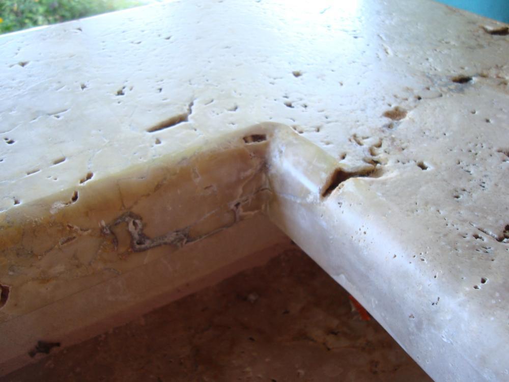 Arbeitsplatte aussenkuche wer kennt diesen stein for Travertin arbeitsplatte
