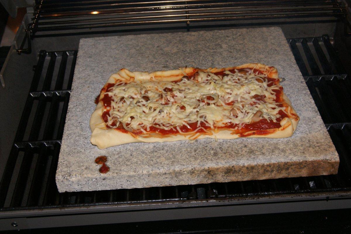 problem pizza auf granit stein grillforum und bbq. Black Bedroom Furniture Sets. Home Design Ideas