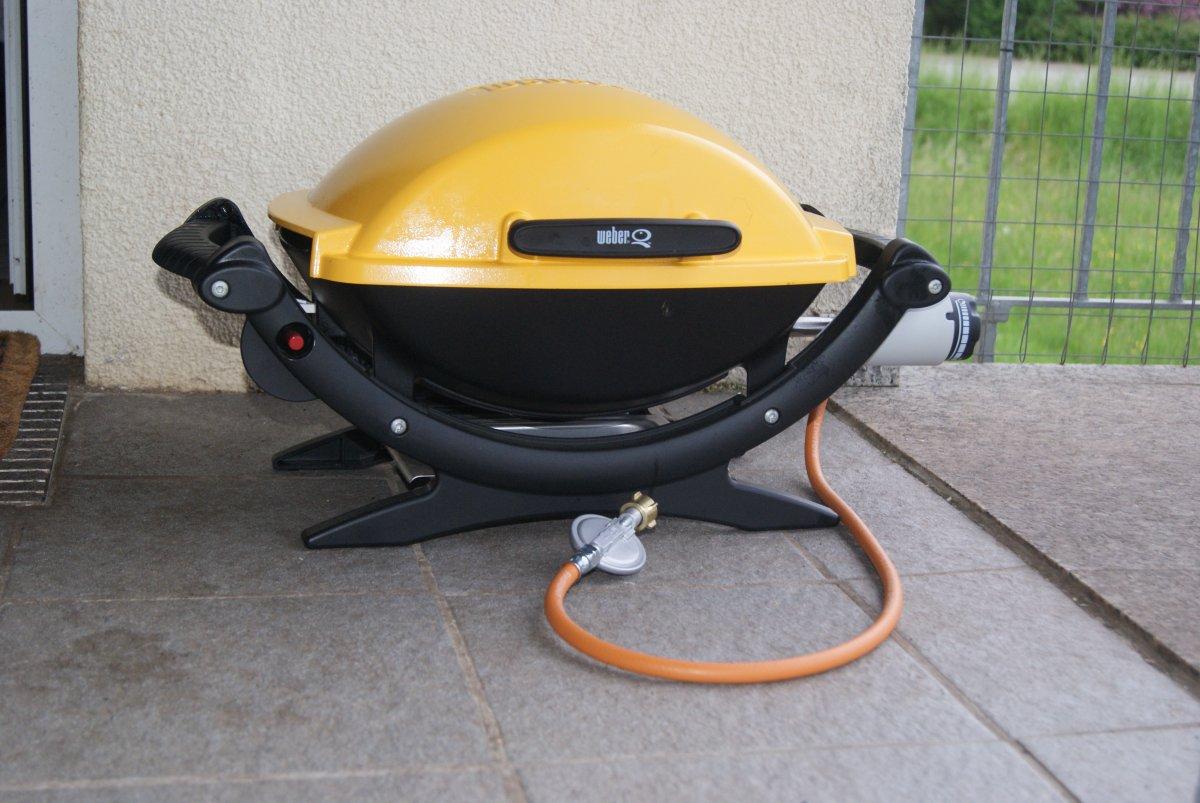 verkauft weber q100 in gelb fast neu mit umr stset grillforum und bbq www. Black Bedroom Furniture Sets. Home Design Ideas
