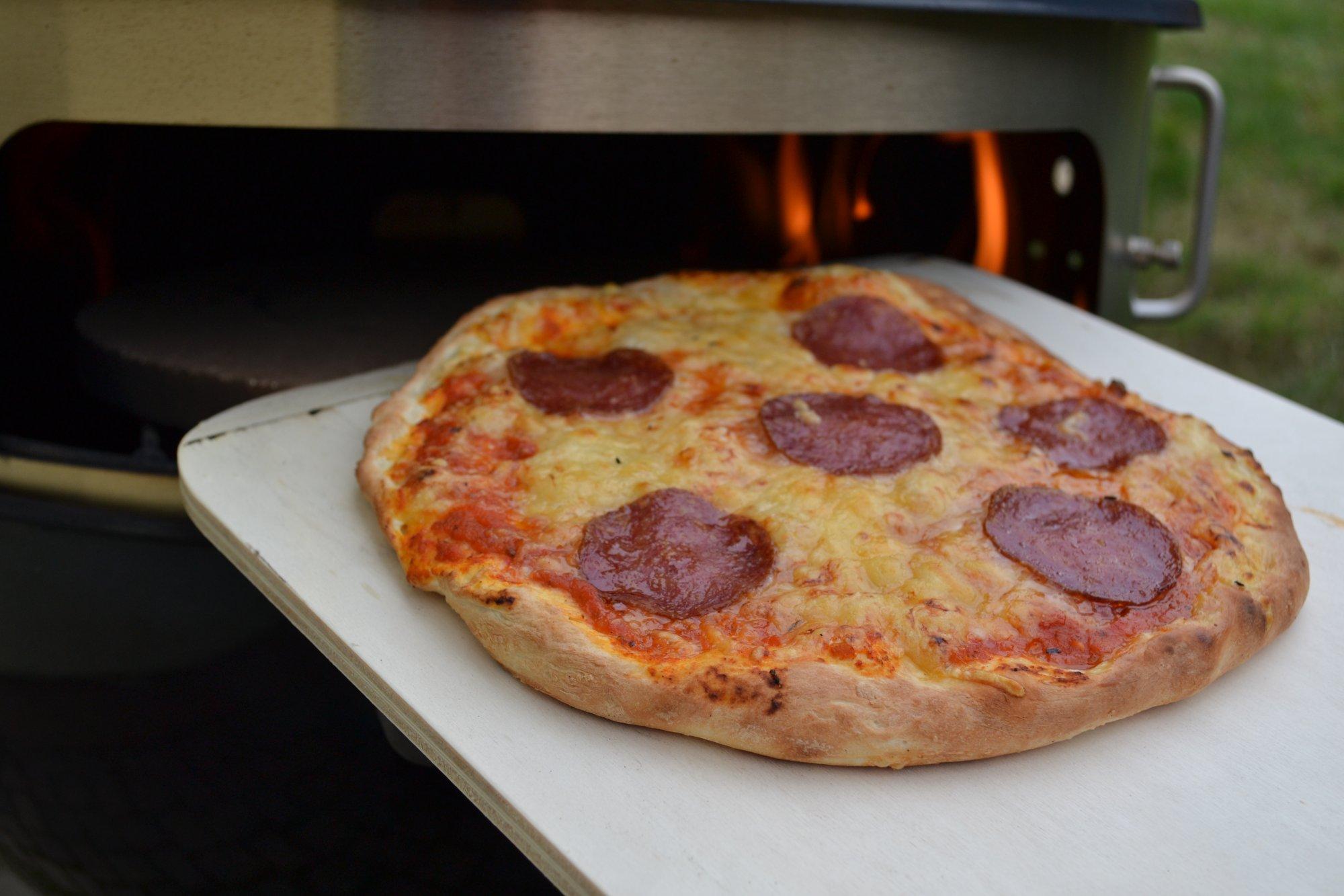 pizza auf dem kugelgrill mit grill und pizzaaufsatz grillforum und bbq. Black Bedroom Furniture Sets. Home Design Ideas