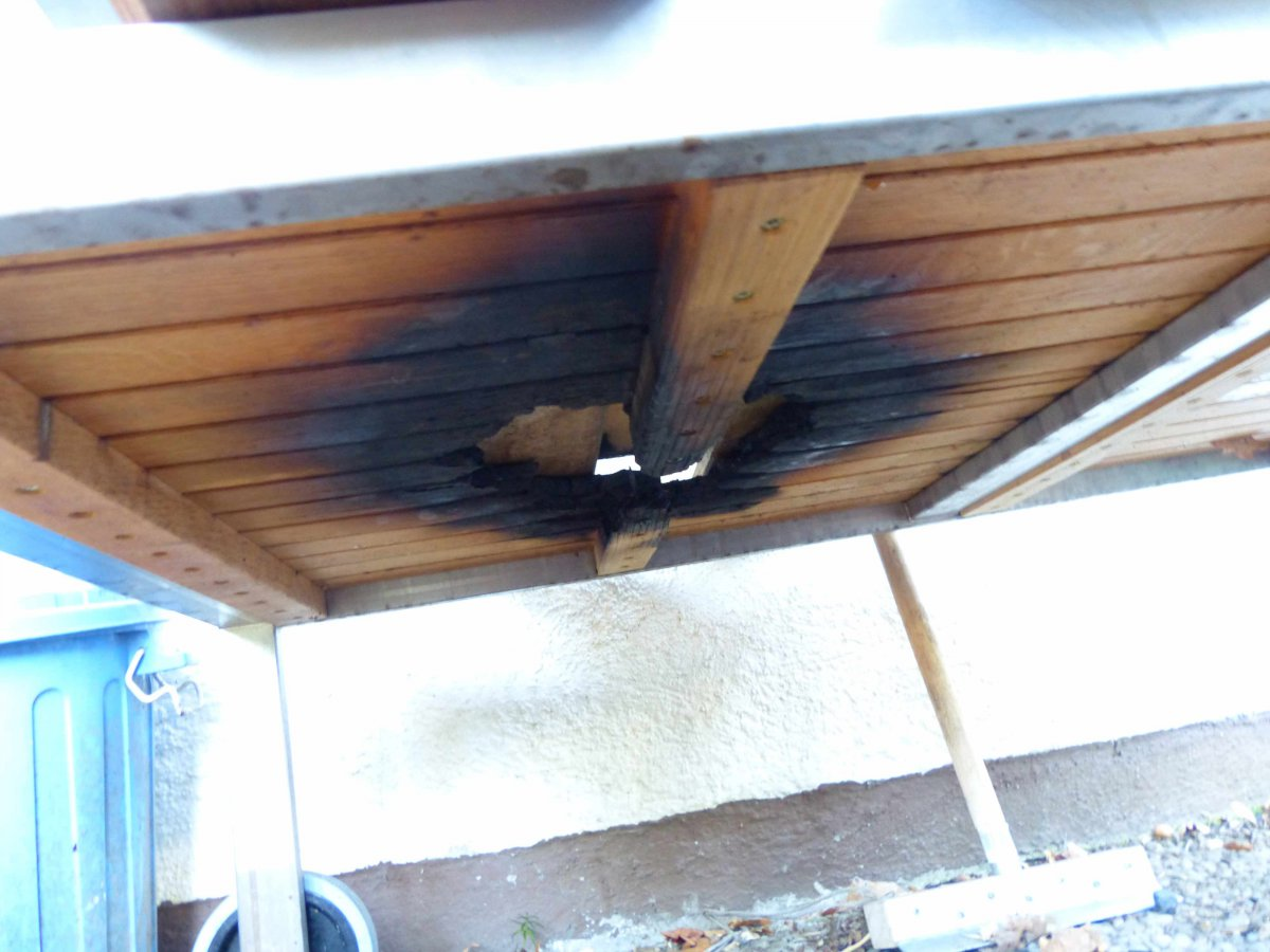 Monolith durch den Tisch gebrannt - Hilfe | Grillforum und ...