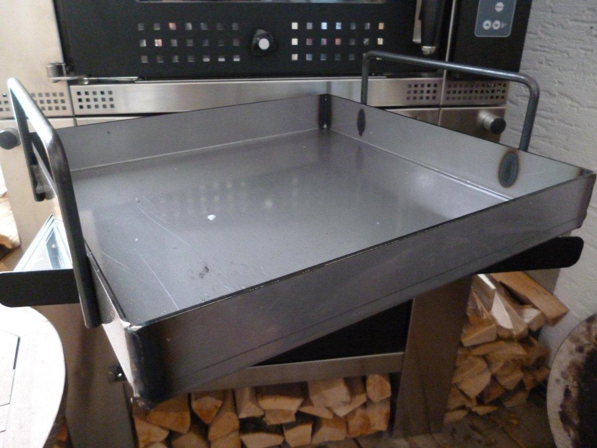 eisenpfanne f r holzbackofen vom ramster grillforum und bbq. Black Bedroom Furniture Sets. Home Design Ideas