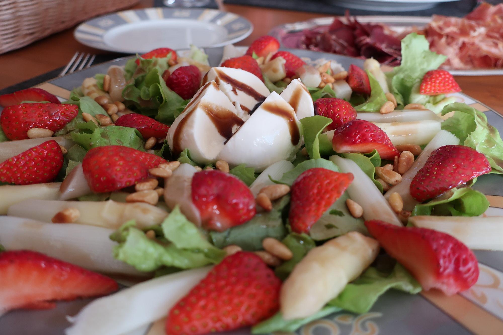 Erdbeer-Spargel-Salat (1).JPG