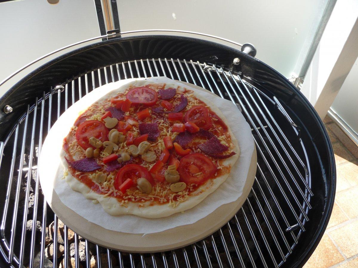 pizza im kugelgrill 2 versuch grillforum und bbq. Black Bedroom Furniture Sets. Home Design Ideas