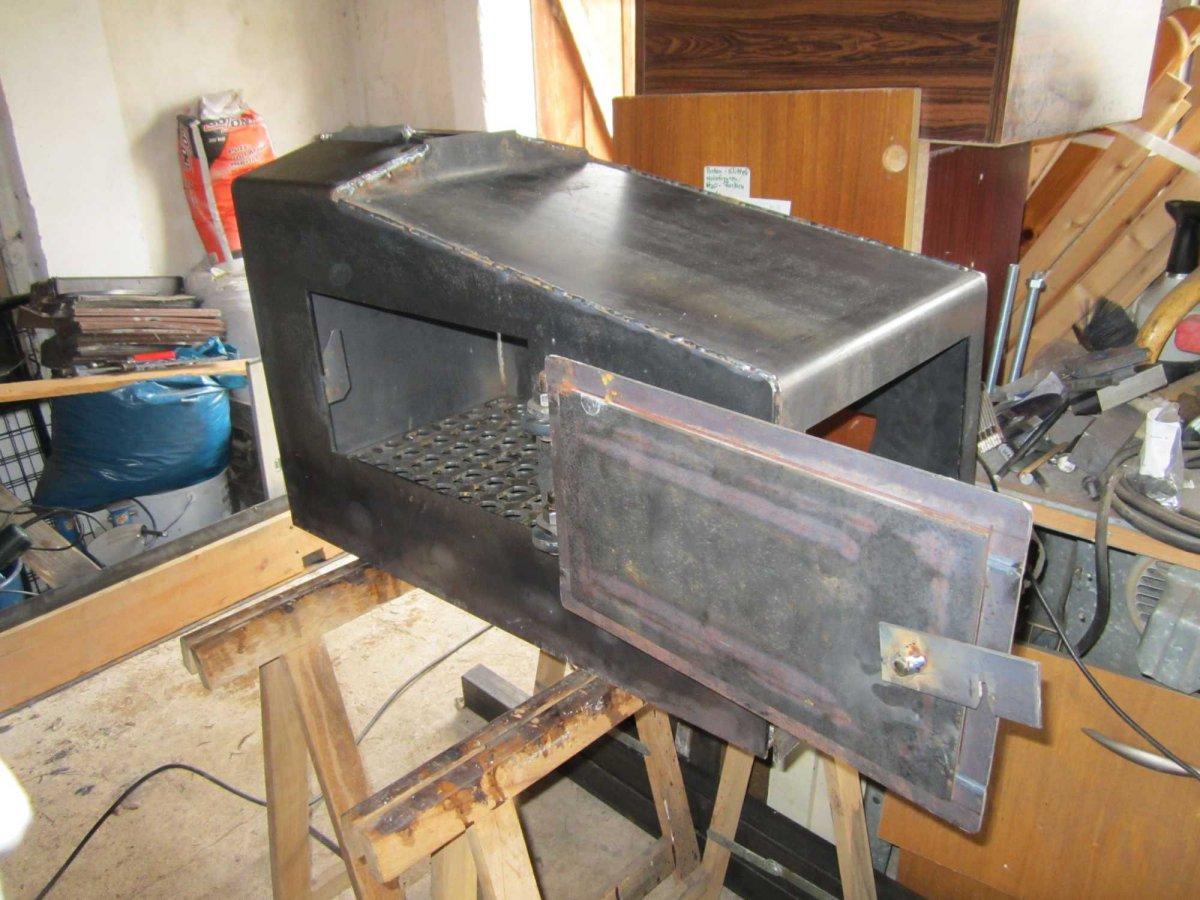 Firebox Seitenansicht geöffnete Tür.jpg
