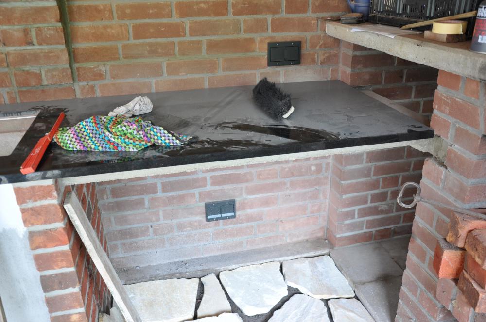 Die m mmis bauen einen neuen grillsportplatz mit monolith for Arbeitsplatte gartenkuche