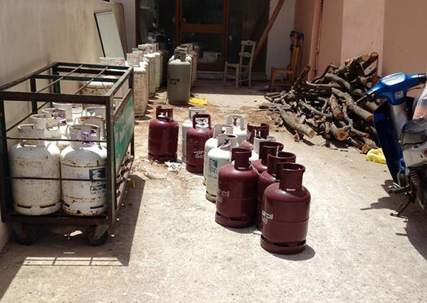 Gasflasche Für Gasgrill Lagern : Flüssiggasflaschen propan in der sonne grillforum und bbq