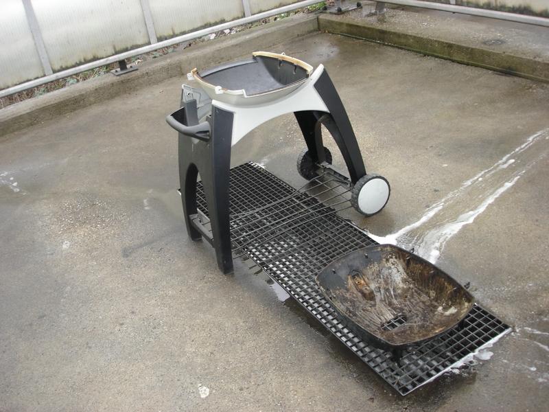 Weber Elektrogrill Deckel Reinigen : Reinigung q deckel von außen grillforum und bbq