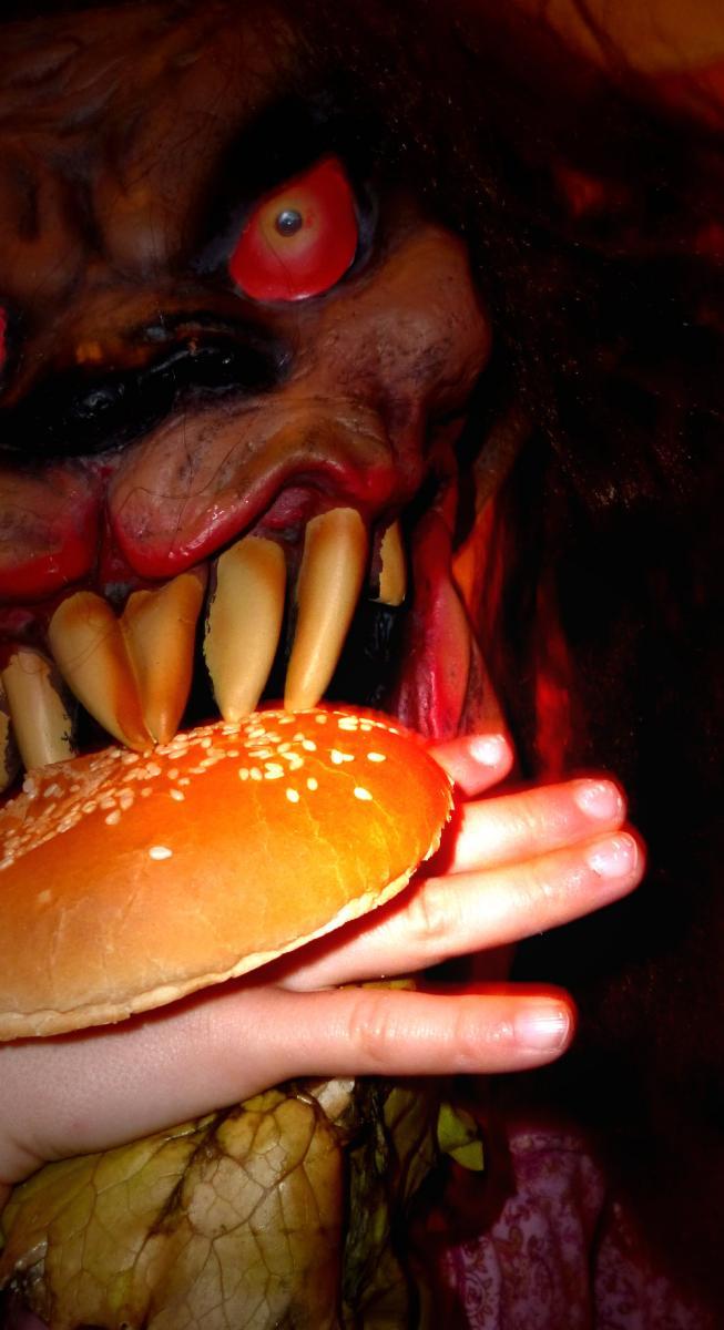 halloween-burger-roh.jpg
