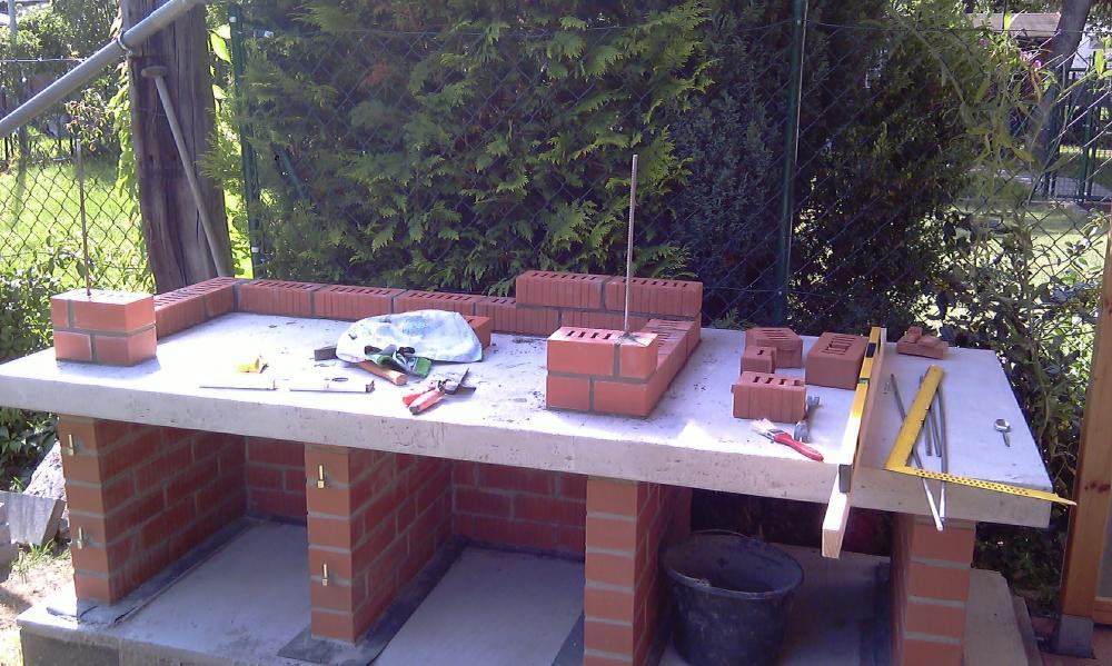 Grillkamin Küche Outdoor Terrassengestaltung Ideen Fernseher Rattan