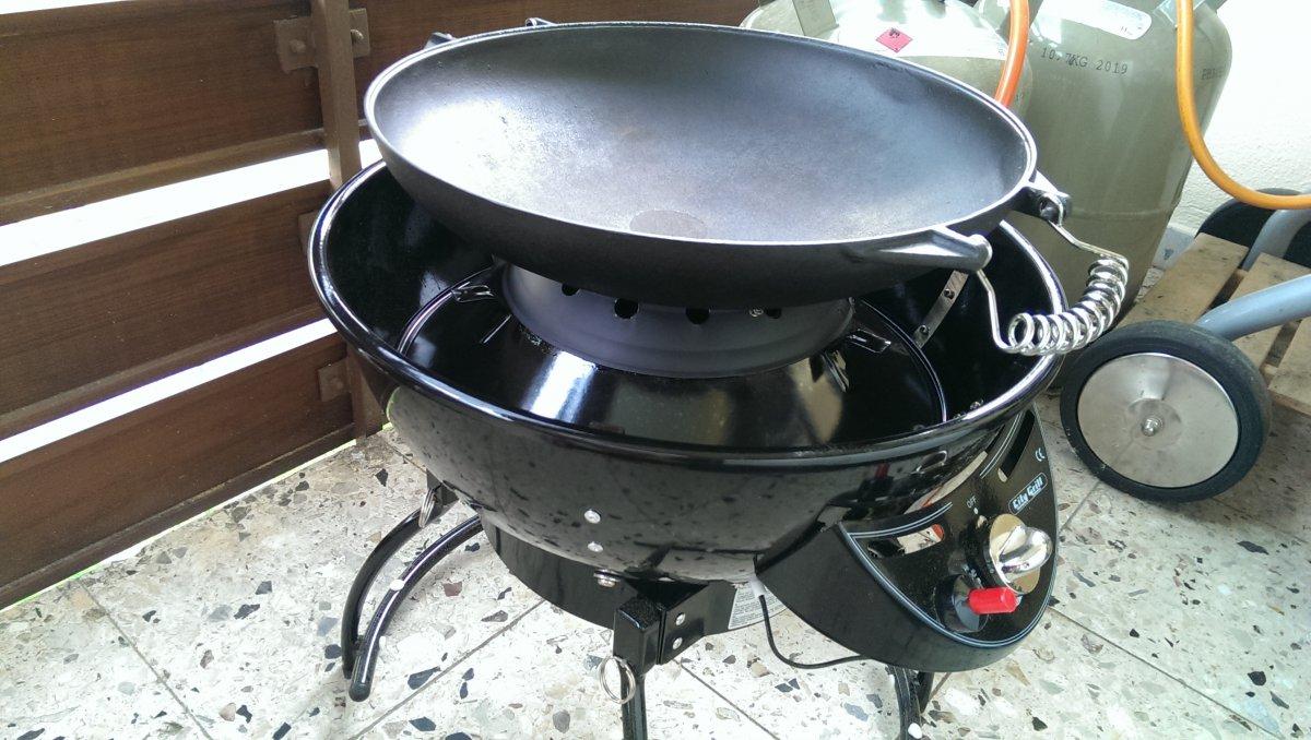 outdoorchef city 420 g mit wok aufsatz der gro en br der grillforum und bbq www. Black Bedroom Furniture Sets. Home Design Ideas