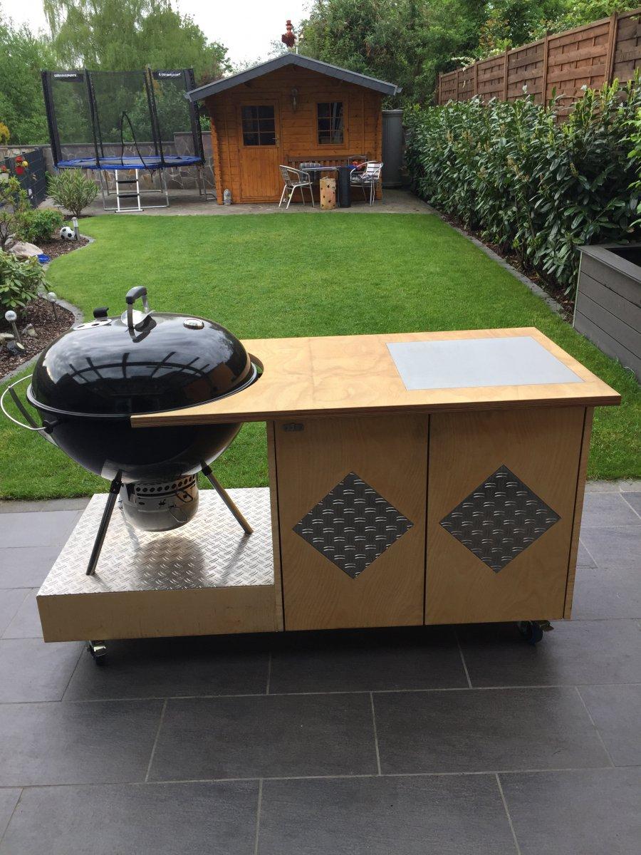 selbstgebauter grillwagen inkl 67er weber kugel zu verkaufen grillforum und bbq www. Black Bedroom Furniture Sets. Home Design Ideas