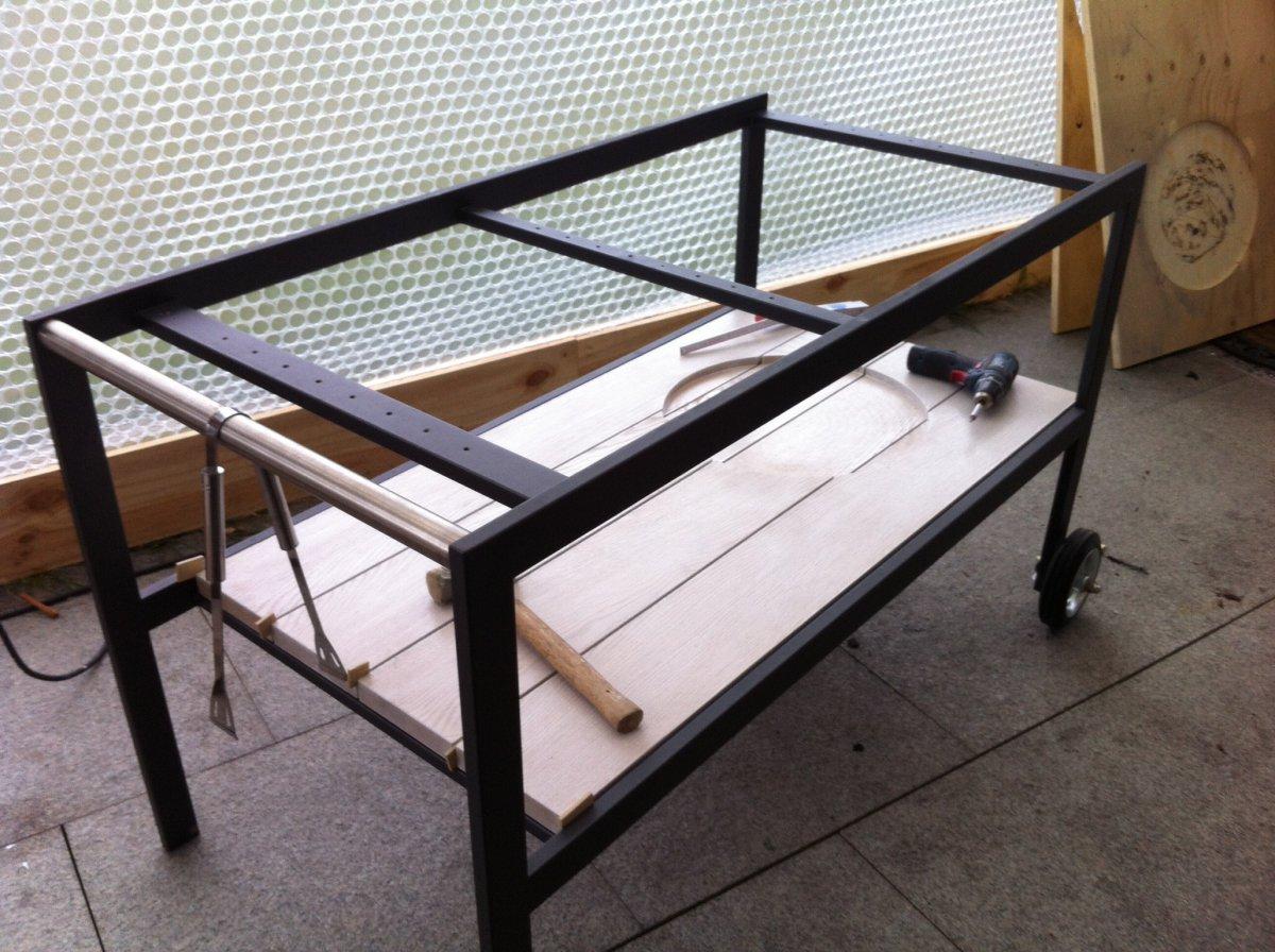 tisch f r mono grillforum und bbq. Black Bedroom Furniture Sets. Home Design Ideas