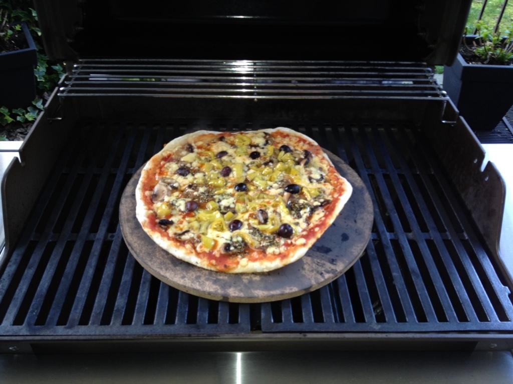 stein einweihung mit pizza grillforum und bbq. Black Bedroom Furniture Sets. Home Design Ideas