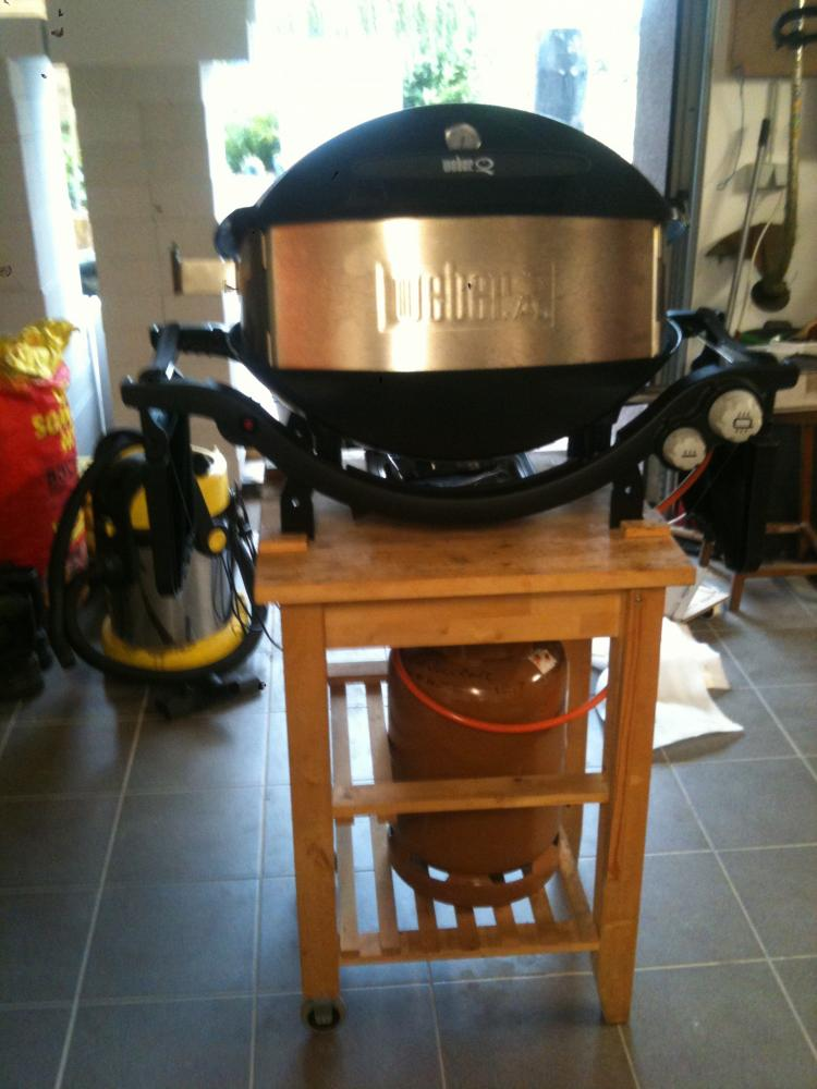 weber q320 in schwarz vom mai 2012 grillforum und bbq. Black Bedroom Furniture Sets. Home Design Ideas