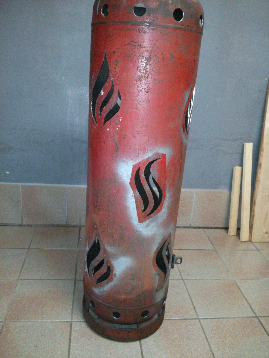 Feuertonne Aus Einer Gasflasche Geschnitzt Vorstellung