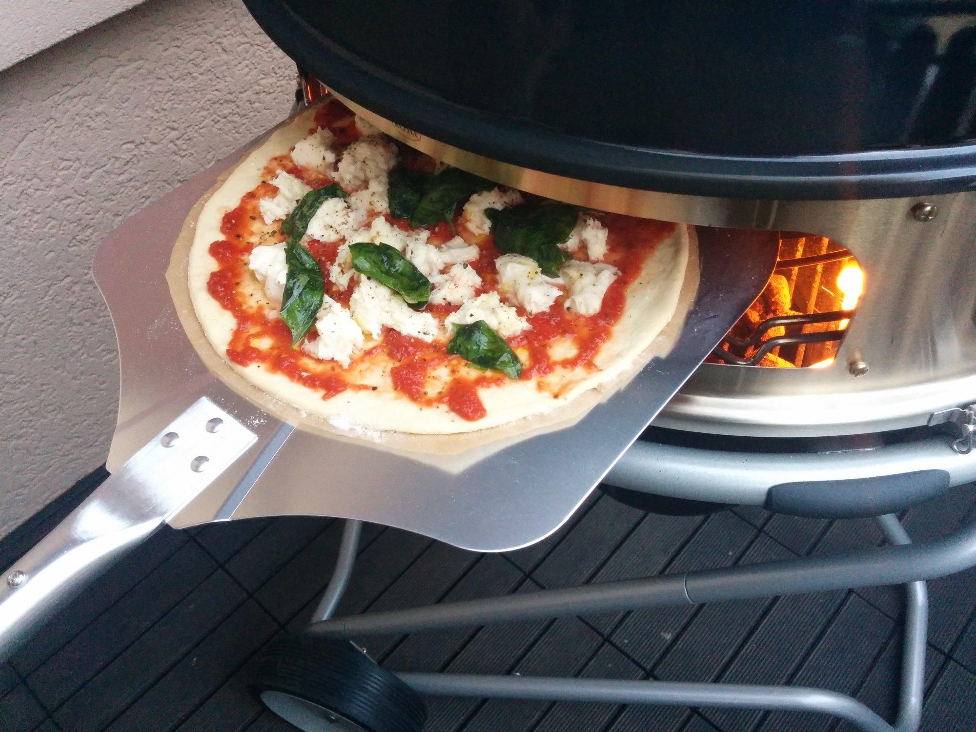 Rösle Gasgrill Pizza : Pizza vom rösle f air mit dem gourmetring youtube