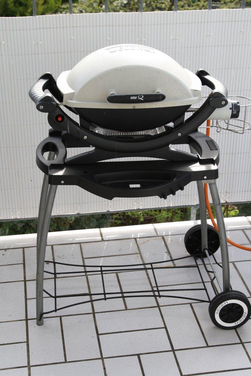 reserviert verkaufe weber q100 inkl rollwagen grillforum und bbq. Black Bedroom Furniture Sets. Home Design Ideas