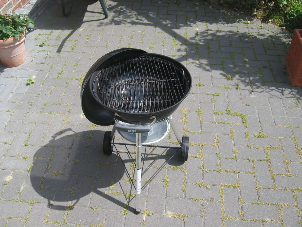 verkaufe weber compact kettle 47cm weber abdeckhaube grillforum und bbq www. Black Bedroom Furniture Sets. Home Design Ideas