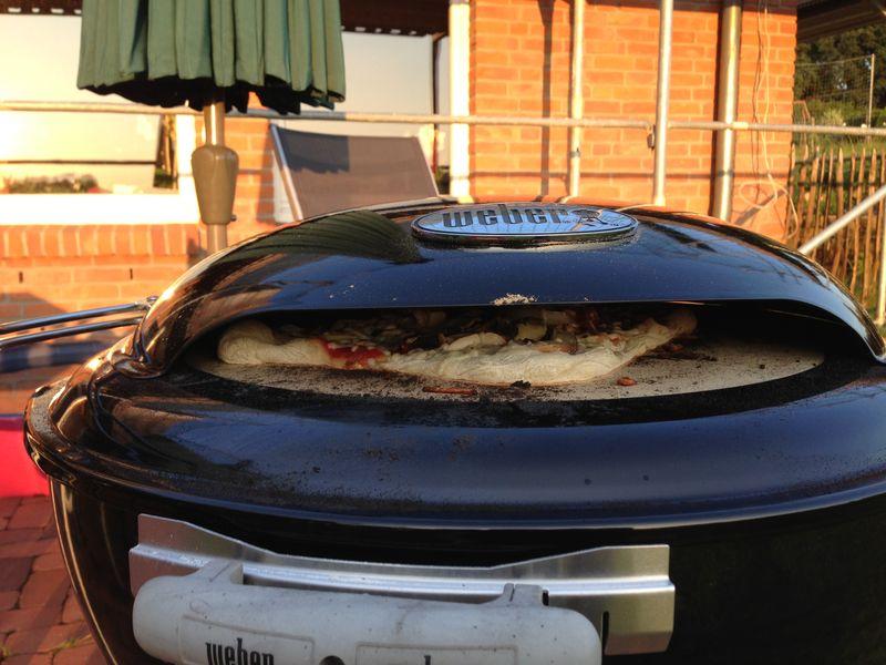 weber pizzaofen neuheit 2012 seite 3 grillforum und bbq. Black Bedroom Furniture Sets. Home Design Ideas