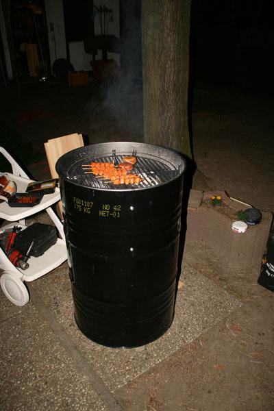 grill smoker aus einem lfass f r die feuerwehr. Black Bedroom Furniture Sets. Home Design Ideas