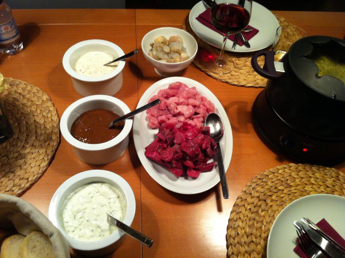 fondue mit verschiedenen dips grillforum und bbq www. Black Bedroom Furniture Sets. Home Design Ideas