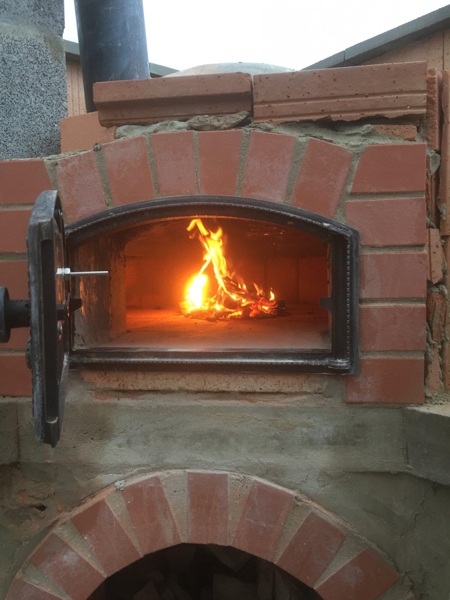 pizzaofen geht bei geschlossener t r aus grillforum und bbq. Black Bedroom Furniture Sets. Home Design Ideas