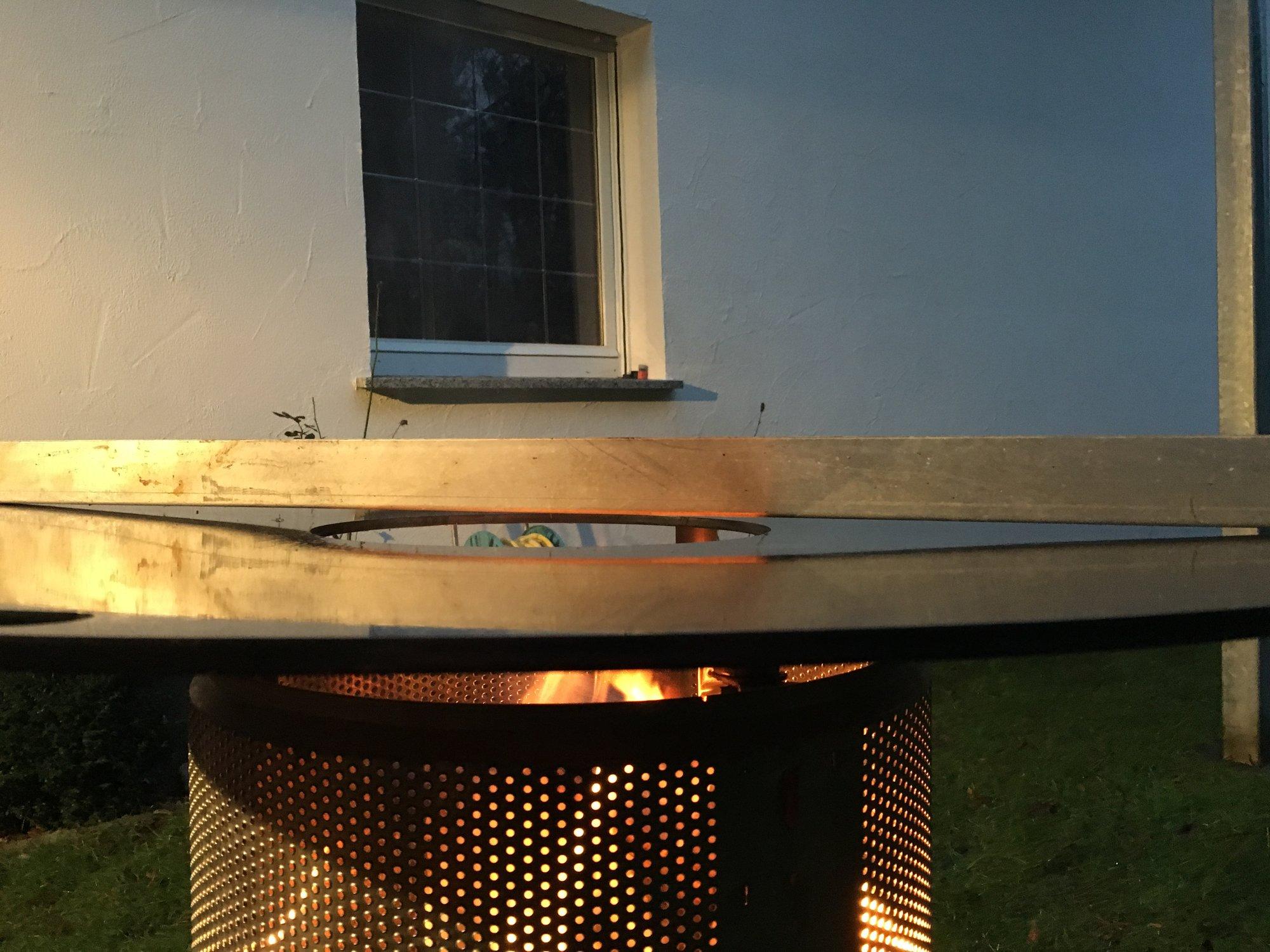 ich bau mir jetzt auch eine feuerplatte habe fertig grillforum und bbq. Black Bedroom Furniture Sets. Home Design Ideas