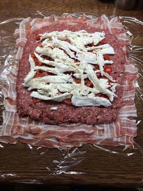 bacon bomb mit leckeren f llungen saftig zart grillforum und bbq. Black Bedroom Furniture Sets. Home Design Ideas
