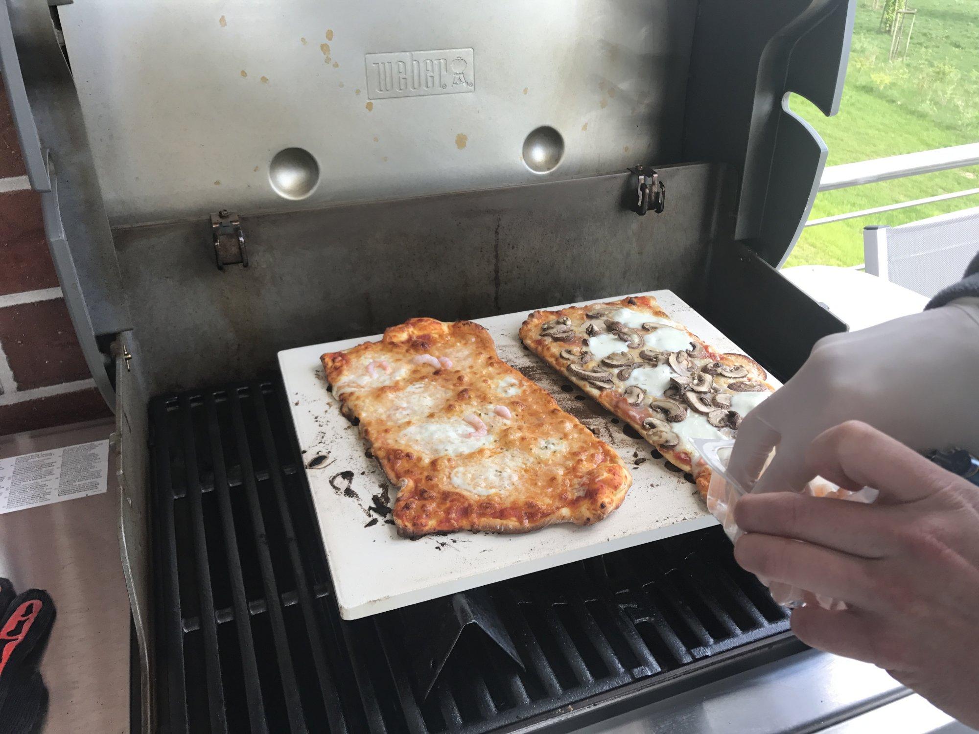 Pizzastein Für Gasgrill Landmann : Die erste pizza genesis ii e310 grillforum und bbq www