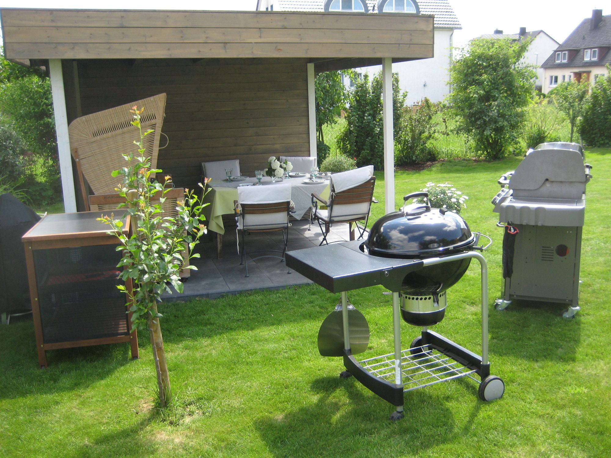 gartenhaus mit veranda als aussenk che grillforum und bbq. Black Bedroom Furniture Sets. Home Design Ideas