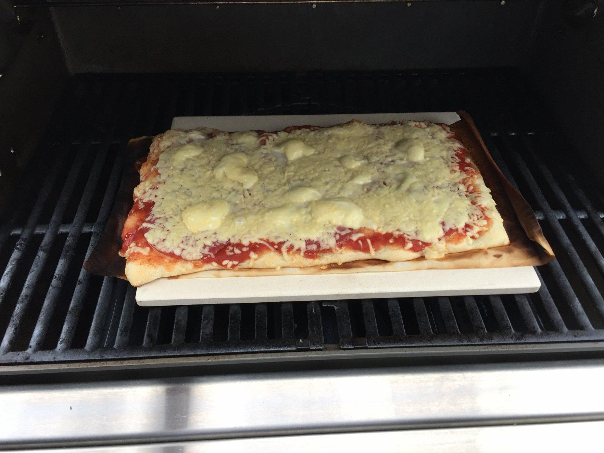Pizzastein Für Gasgrill Landmann : Erste pizza im gasgrill grillforum und bbq www