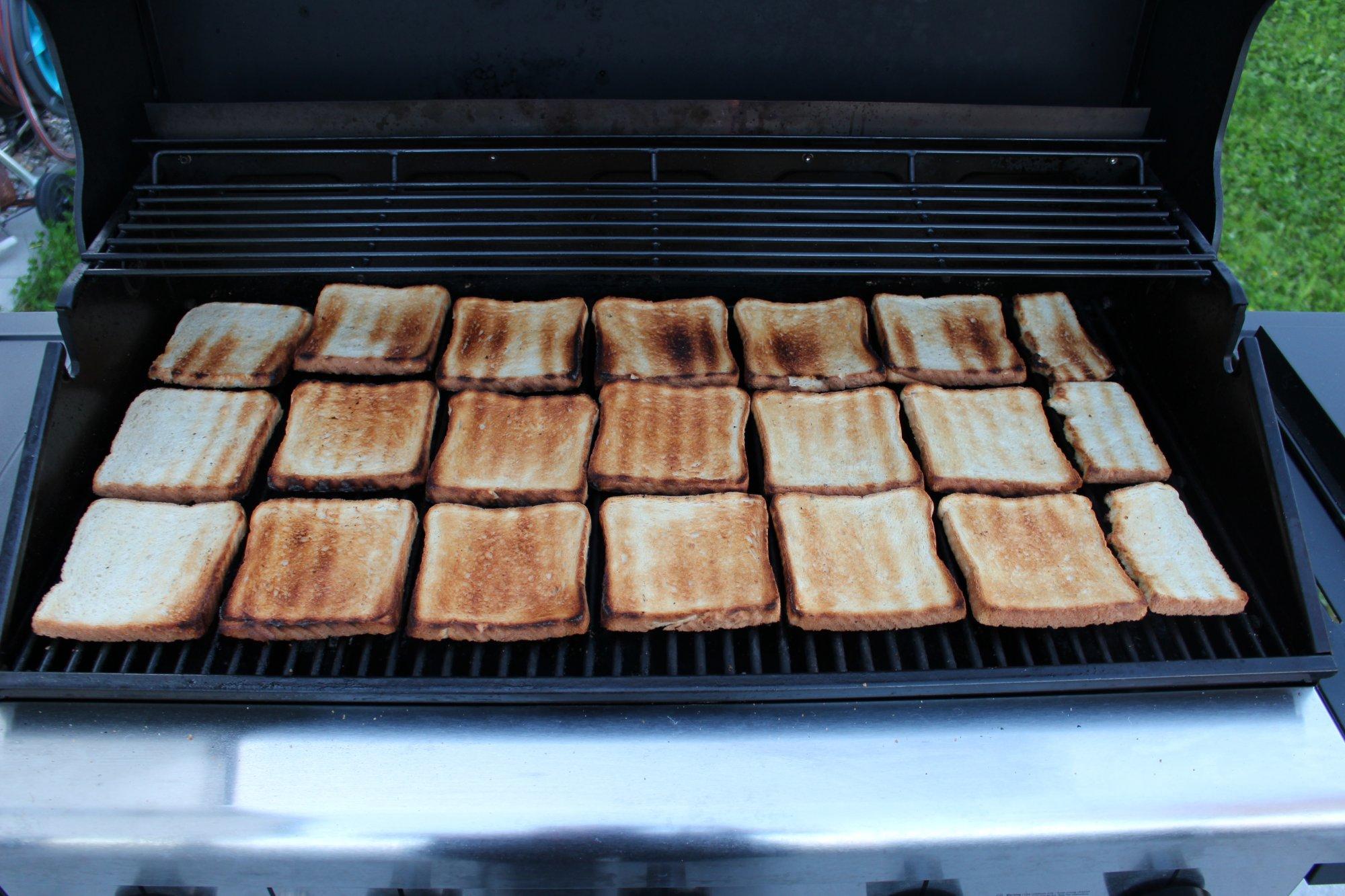 Grandhall Holzkohlegrill Xenon Test : Toastbrottest zur bestimmung der hitzeverteilung beim gasgrill
