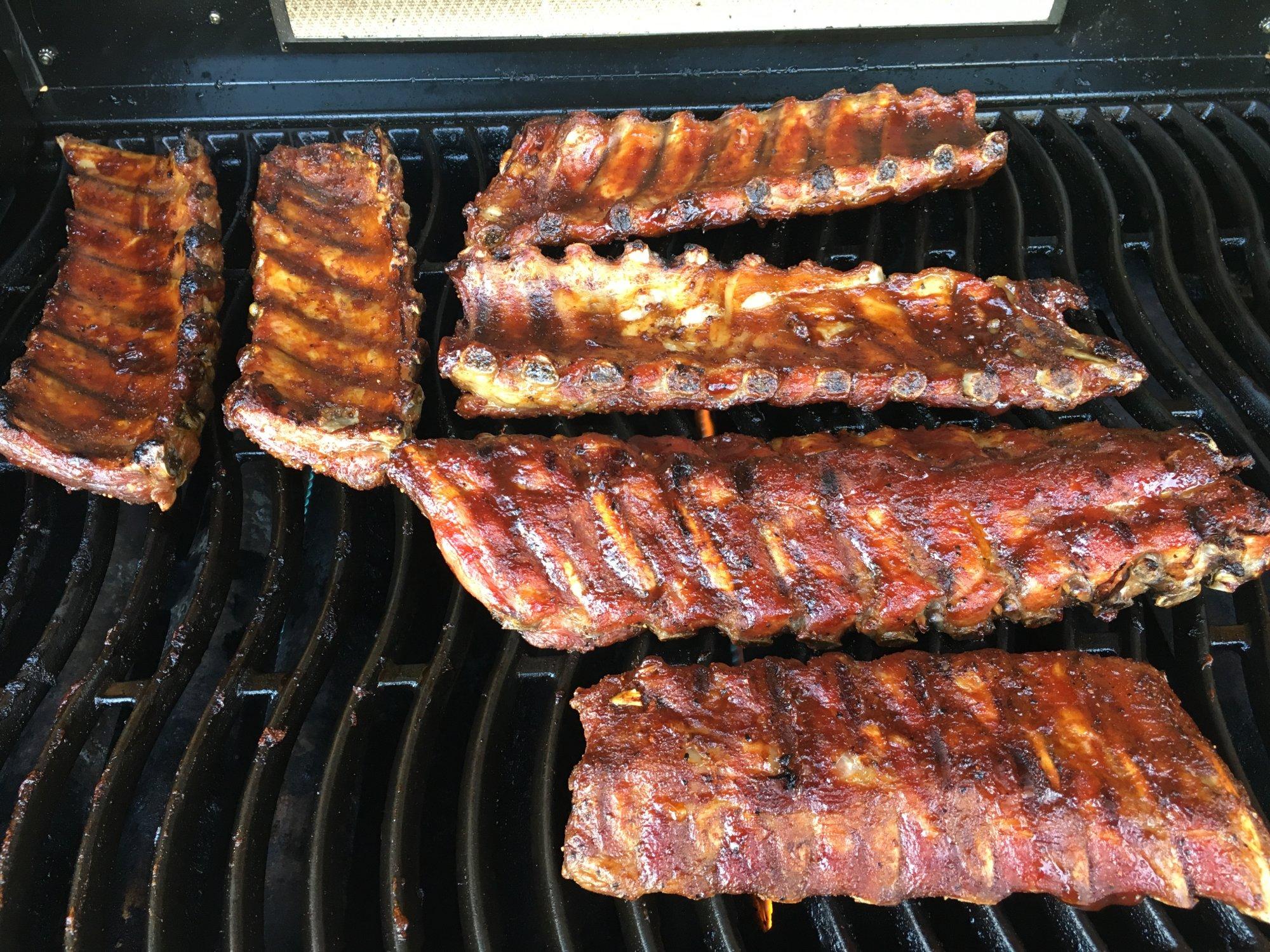 Spareribs Grillen Am Gasgrill : Spare ribs auf dem gasgrill grillforum und bbq www