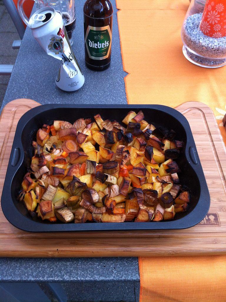 Erstes Beer-Can-Chicken mit neuem Grill | Grillforum und BBQ - www ...: http://grillsportverein.de/forum/user-pics-und-grillevents/erstes-beer-can-chicken-mit-neuem-grill-175391.html
