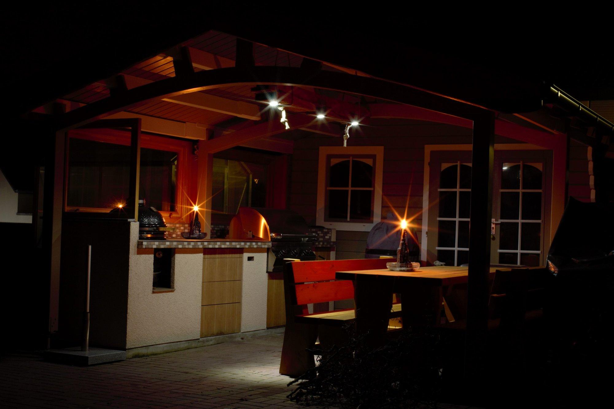 Küche bei Nacht.jpg