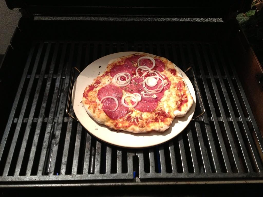 pizza auf dem spirit grillforum und bbq www. Black Bedroom Furniture Sets. Home Design Ideas