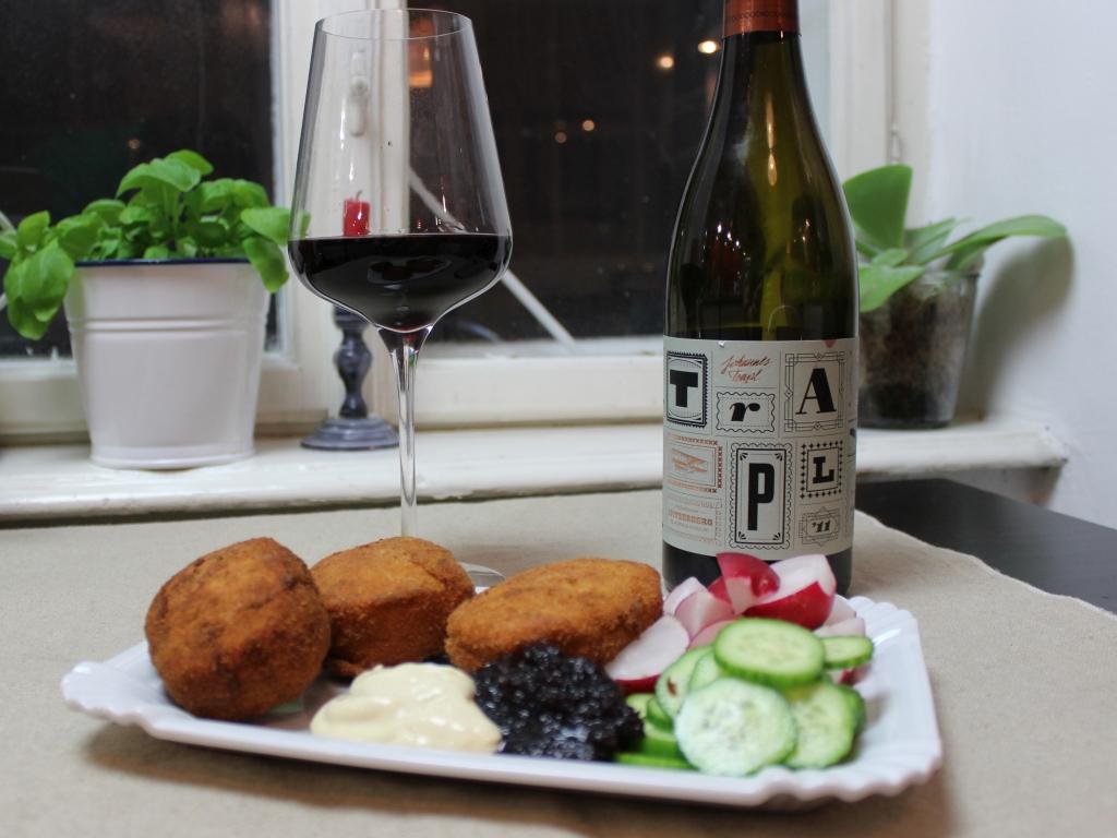 Mozzarella-mit-Nduja_mit-Wein.jpg